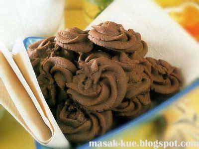 cara buat kue kering mawar cara membuat kue semprit mawar coklat lebaran catatan