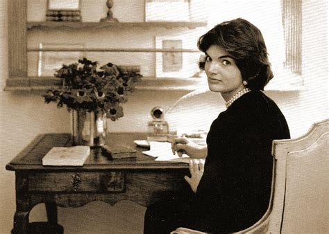 jackie kennedy white house what did jacqueline kennedy give to few people after nov
