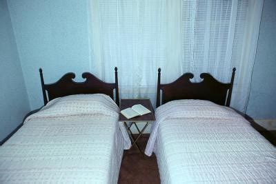 making 2 twin beds into a king size ehow making 2 twin beds into a king size ehow