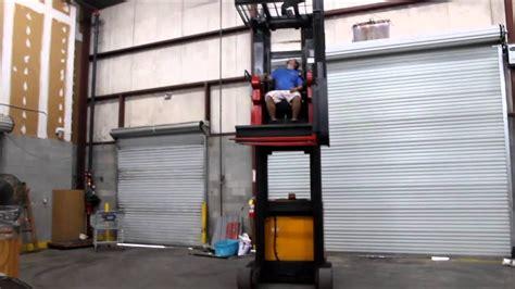 raymond swing reach truck raymond narrow isle swing reach truck youtube