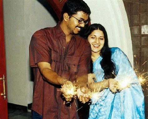 actor vijay sethupathi and his wife photos happy wedding anniversary vijay and sangeetha rare and