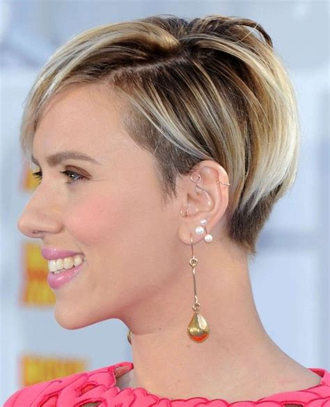 short pushed behind ear celebrity hair styles photos scarlett johansson haircuts pinterest scarlett
