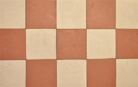 piastrelle da incollare pavimenti da incollare gallery of pavimento in sughero