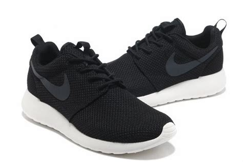 black and white pattern nike trainers nike roshe run london running mens trainers black white