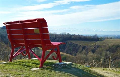 foto panchine le panchine giganti un percorso alternativo nelle langhe
