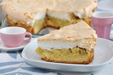 billiger kuchen rhabarberkuchen rhabarber rezept backen hefeteig baiser