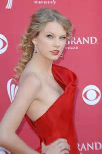 Taylor swifts tattoo is tribute to tunesmiths pictures