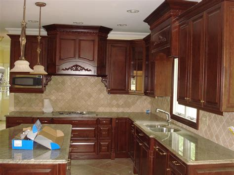 Crown Molding For Kitchen Cabinet Tops Best Maple Kitchen Cabinets Ideas Cabinet Maple Kitchen Cabinet Kitchen Design