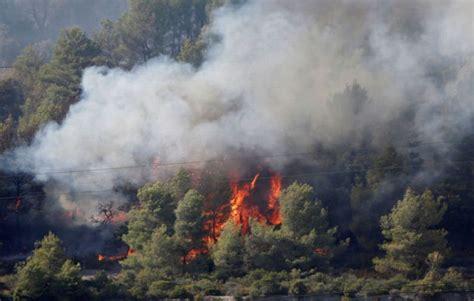 duh kebakaran hutan prancis hanguskan ribuan hektar lahan