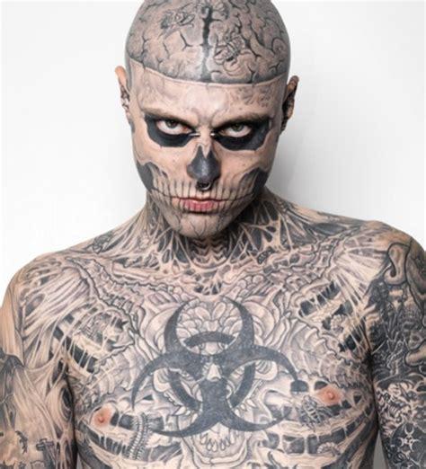man with full body zombie tattoo ゾンビボーイの全身タトゥーが普通の男に変身 caign otaku
