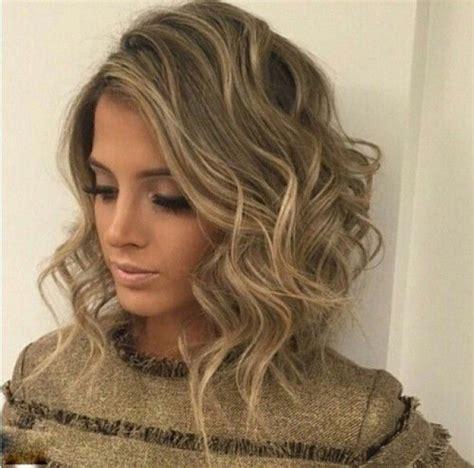 modern long curly hairstyles 7 wonderful long hair weave styles cheveux blonds la couleur de toutes les occasions