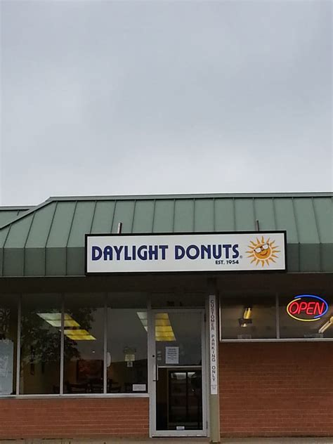 Daylight Donuts   CLOSED   Donuts   935 Iowa St, Lawrence, KS, United States   Restaurant