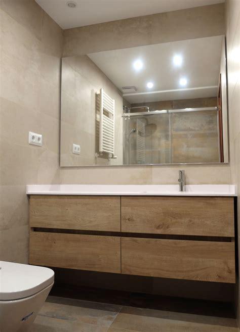 reforma de bano en barcelona  mueble laminado imitacion madera  espejo de gran formato por