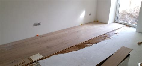 parkett auf teppich legen wie verlegt parkett free dielen mit alter abgenutzter