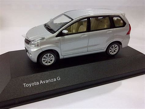Toyota Cayla Silver Peredam Kap Mesin dealer diecast