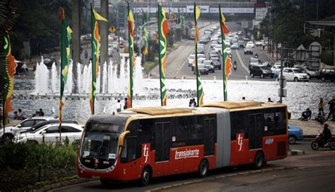 ahok zhong tong sebab bus asal cina dilarang untuk transjakarta