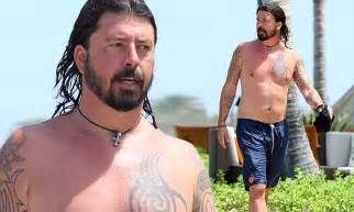 dave grohl tattoos removed dave grohl ditches his shirt to show muscular bod