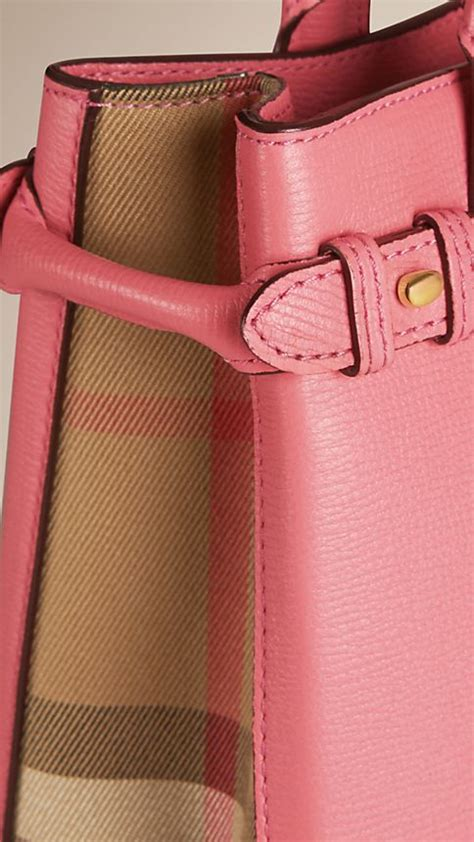 Burberry Banner Original Leather 34 25 16cm Rp 2900000 the medium banner in leather and house check mauve pink burberry