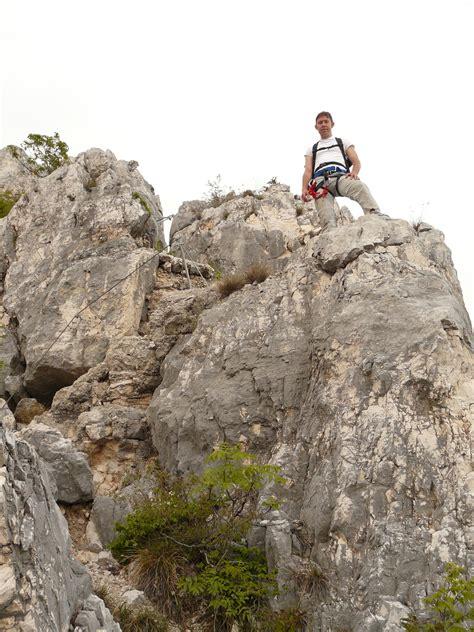 Senter Gunung gambar manusia orang hiking petualangan sempit