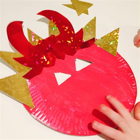 How To Make Masks Out Of Paper Plates - mask craft for daisies pie