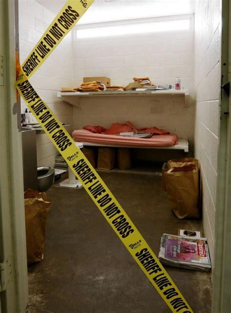 photos show boyfriend killer jodi arias cred cluttered jail cell photos show boyfriend killer jodi arias cred