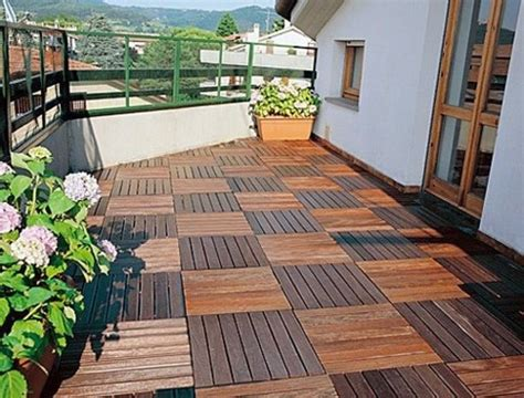 Wood tiling ? wooden floor on the balcony   Interior