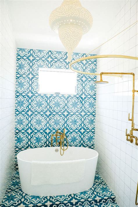 blue tile bathroom ideas best 25 blue white bathrooms ideas on blue