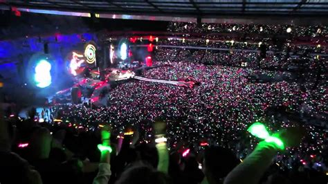 light up concert bracelets wristbands light up in coldplay concert emirates stadium