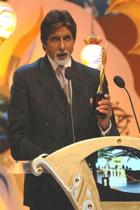 iifa-amitabh-bachchan-award-13