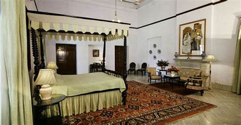 saif ali khan bedroom see inside photos of saif and kareena s luxurious pataudi