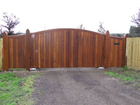 large gate wooden swing gates photo gallery from agd systems gates and access systems uk
