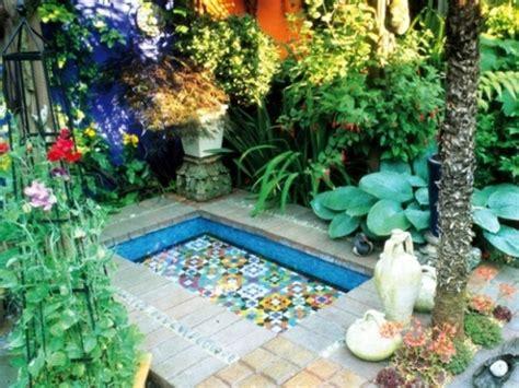 garten deko pool mosaik im garten 13 bezaubernde designs mit schwung