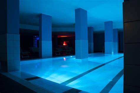 piscina interna riscaldata hotel e residence a loano con piscina coperta e centro