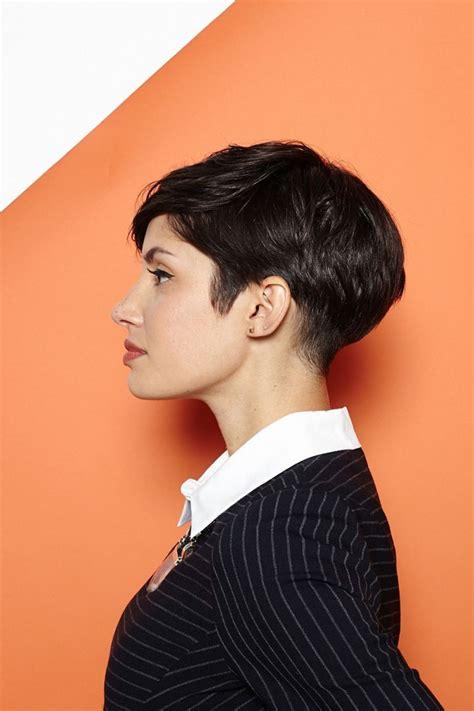 kurze haare stylen und volumen  hinterkopf erzeugen