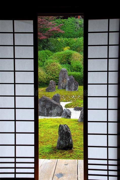 porta giapponese porta giapponese della carta e giardino fotografia