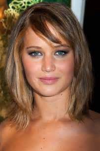 hairstyles for pear shaped faces jennifer lawrence layered bob with shirt side bangs