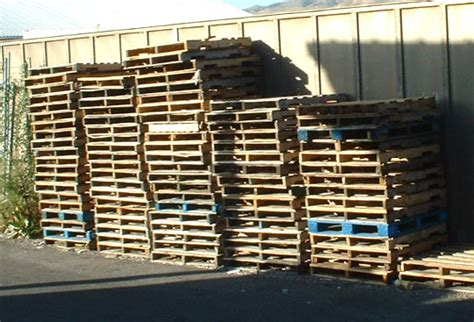 Shipping Pallet by How To Disassemble Shipping Pallets Tutorial
