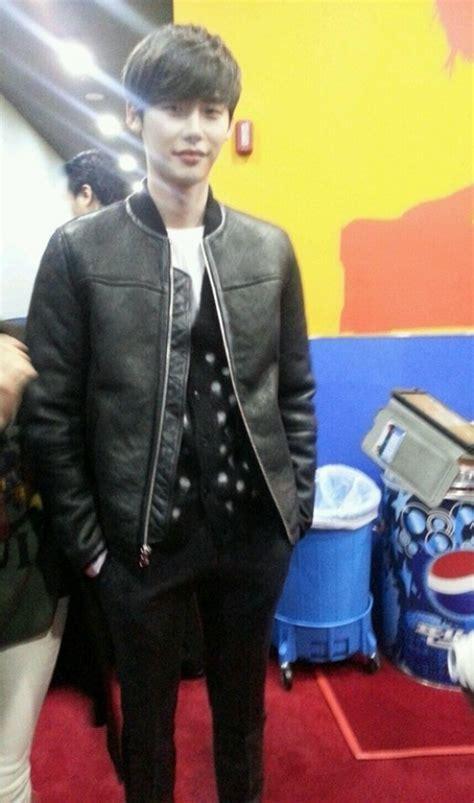Jaket Polkadot Sweater Hitam jong suk kembali warnai hitam tambutnya merdeka