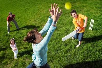 backyard cricket game how to host an australia day party costumebox blog