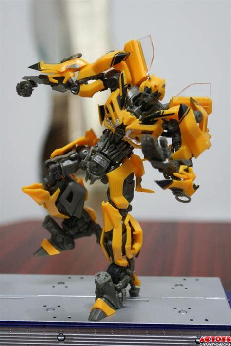 Bumble Bee Model Kit dual model kit bumblebee build images transformers news