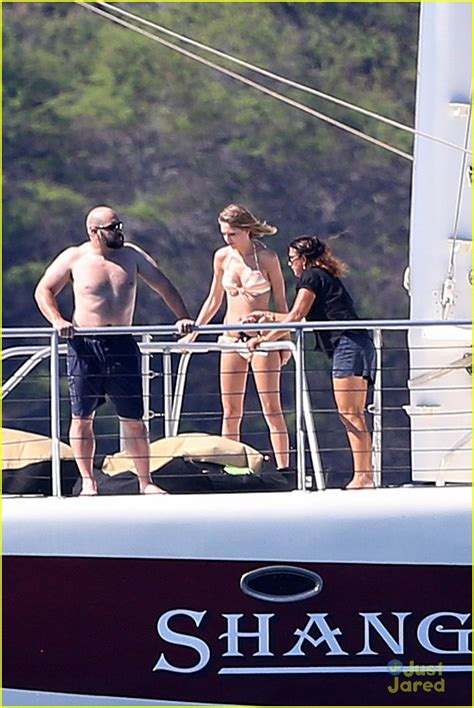 swift boat pics taylor swift s hawaii trip with haim new photos photo