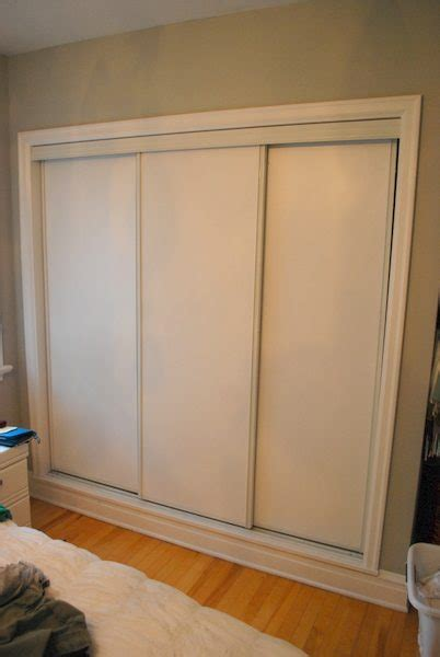 How To Fix Sliding Closet Doors by Painted Sliding Closet Doors Faux Trim Effect The