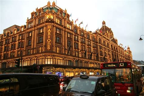 Le Grand Magasin by Shopping Harrod S Le Grand Magasin Luxe De Brompton