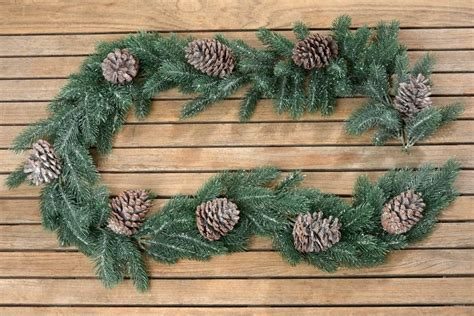 tischdeko weihnachten zapfen girlande tanne mit zapfen dekogirlande tischdeko