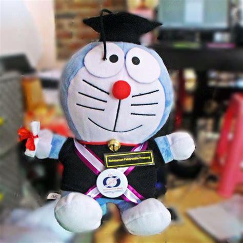 Boneka Wisuda Doraemon boneka wisuda doraemon m stie ieu kado wisudaku