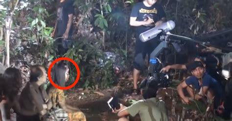 film horor air terjun pengantin foto foto behind the scene ini akan menghilangkan fobiamu