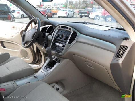 2004 Toyota Interior 2004 Toyota Highlander I4 Interior Photo 41178374