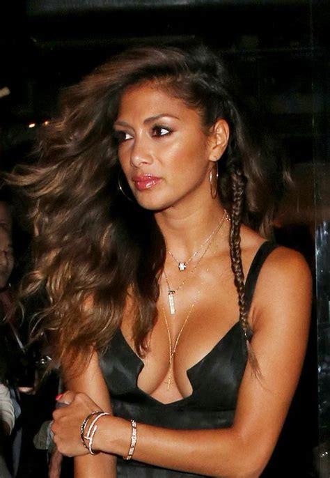 nicole scherzinger flaunts major cleavage in plunging
