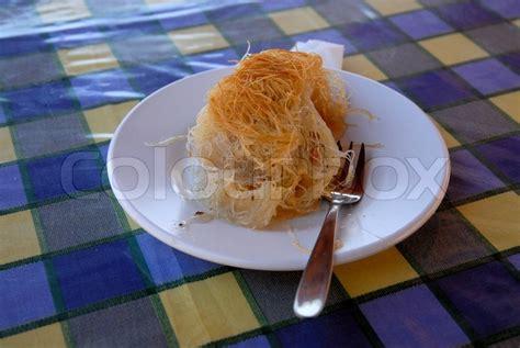 traditionelle kuchen traditionelle griechische kuchen serviert in einem