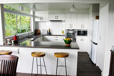white kitchens grey bench tops pebble dark grey kitchen bench top 02